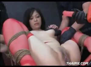 Thai Teen Gets Her Pussy Stretched Wide